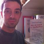 """@duxDuck a Bologna (sullo sfondo un libro di Fabio Volo che verrà bruciato per lasciare spazio a """"Per chi suona la campanella"""")"""
