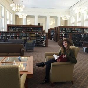 La famosa foto di Chiara Ferragni nella biblioteca di Harvard