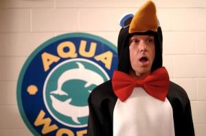 Charlie vestito da pinguino